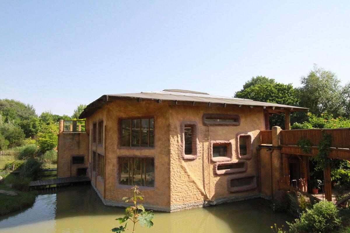 Affenhaus im Zoo Arche Noah