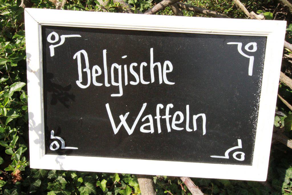 Tafel mit der Aufschrift belgische Waffeln
